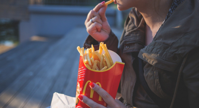 7 Ways to Stop Eating When You Aren't Hungry